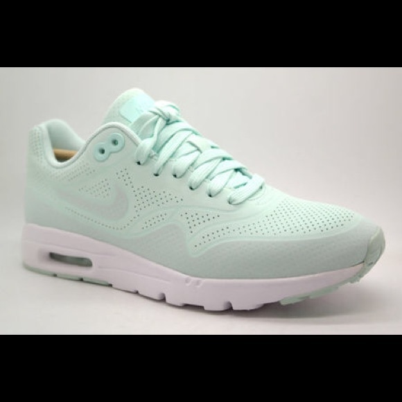 1031b2100ba5 Nike air max mint green. M 5b6a44ee3c98449d93065182